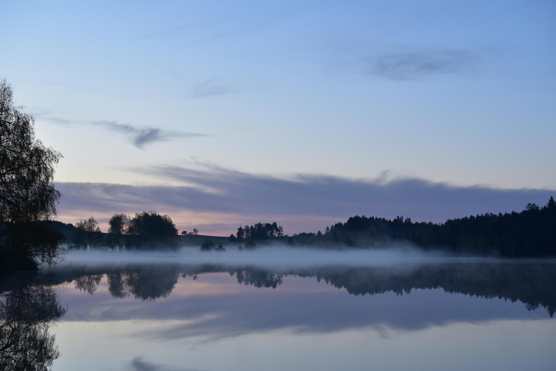 Klášterský rybník před svítáním